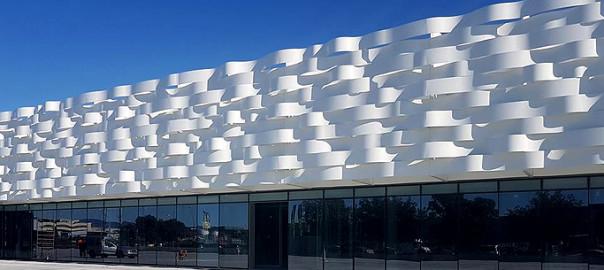 fachada de aluminio blanca